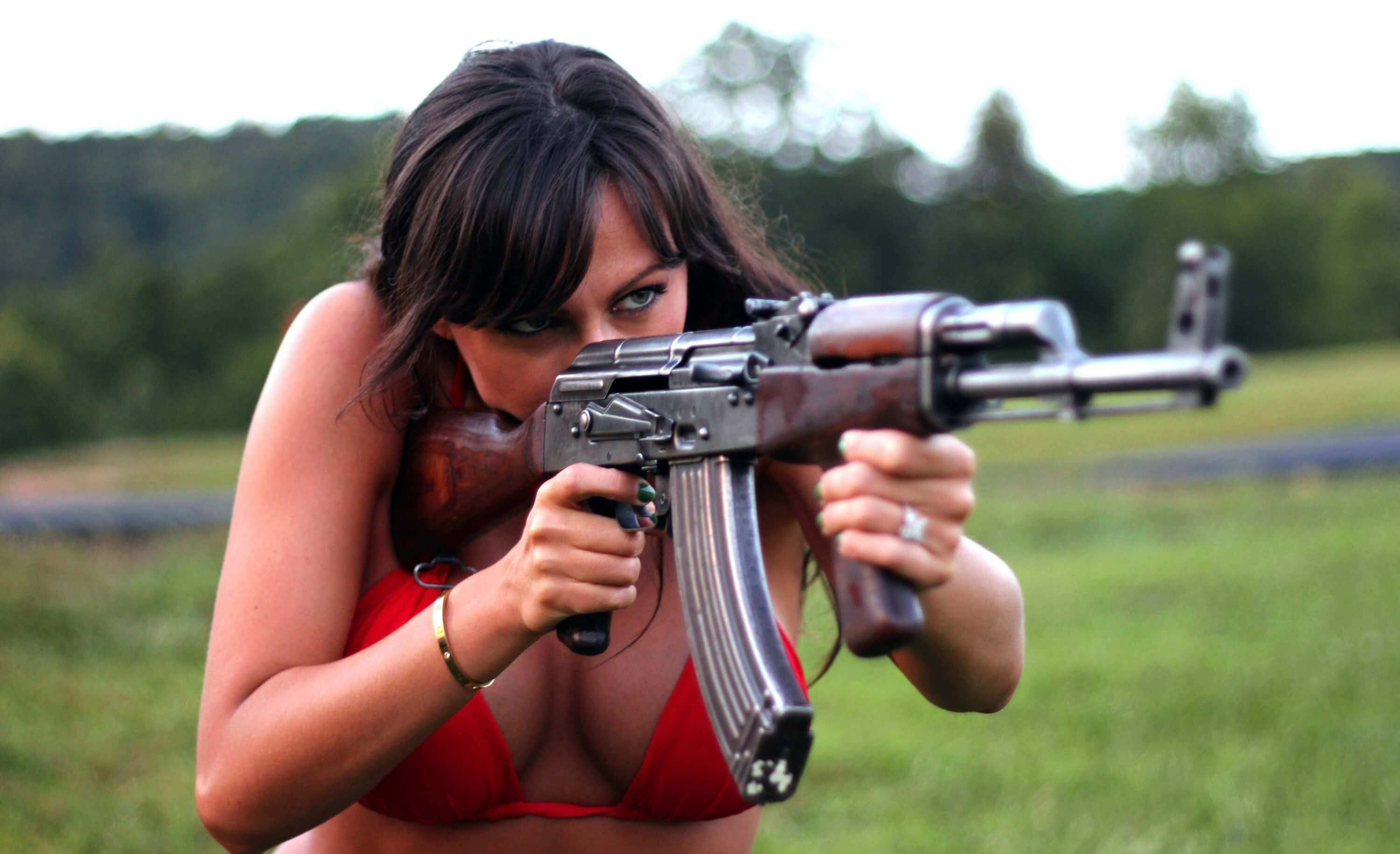 chicks-with-guns-11
