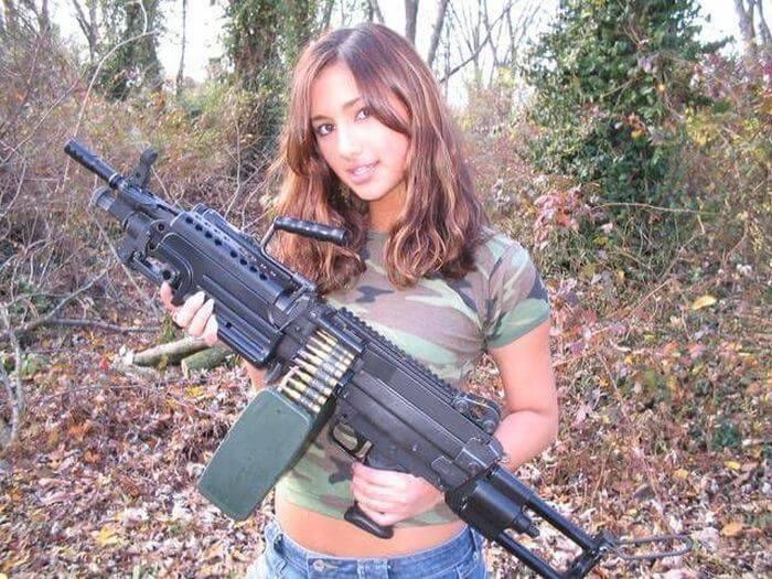 chicks-with-guns-16