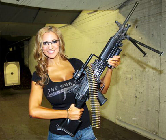 chicks-with-guns-20