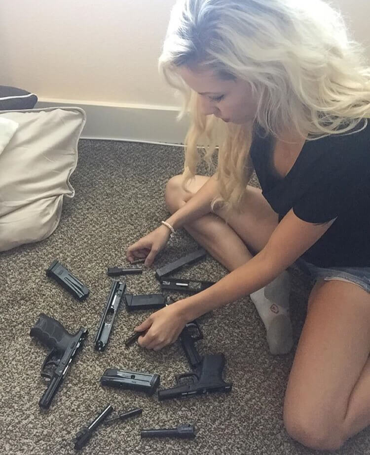 chicks-with-guns-25