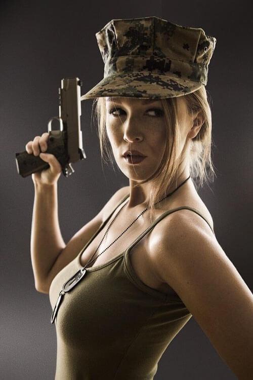 chicks-with-guns-29