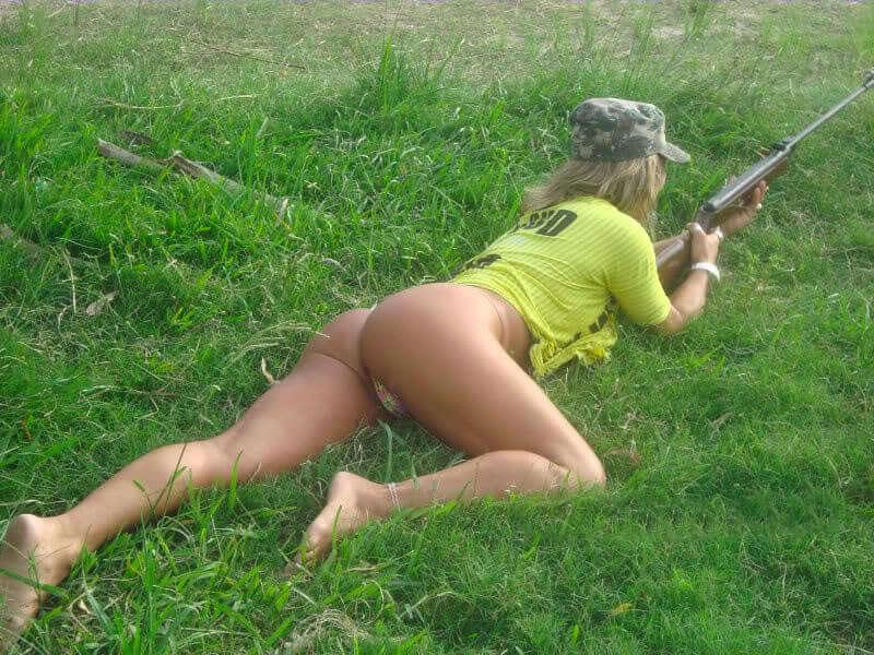 chicks-with-guns-4
