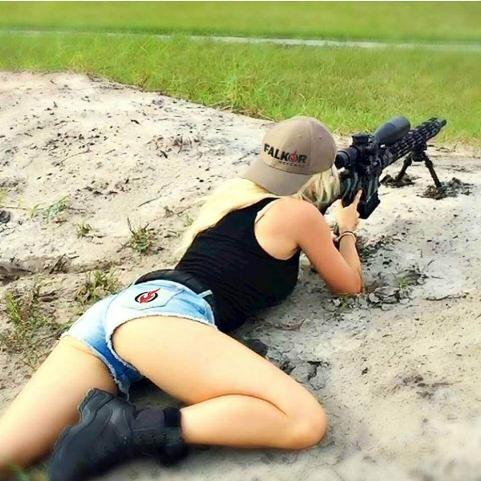 chicks-with-guns-40