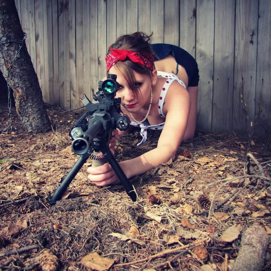chicks-with-guns-42